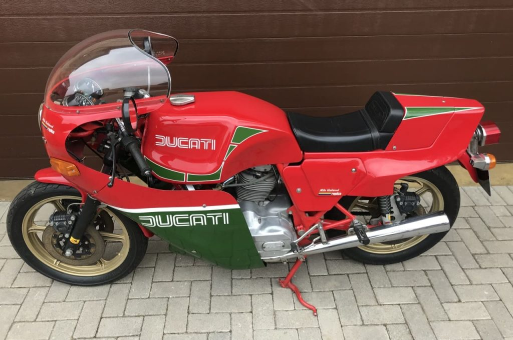 1982 DUCATI 900 MHR side tilted view